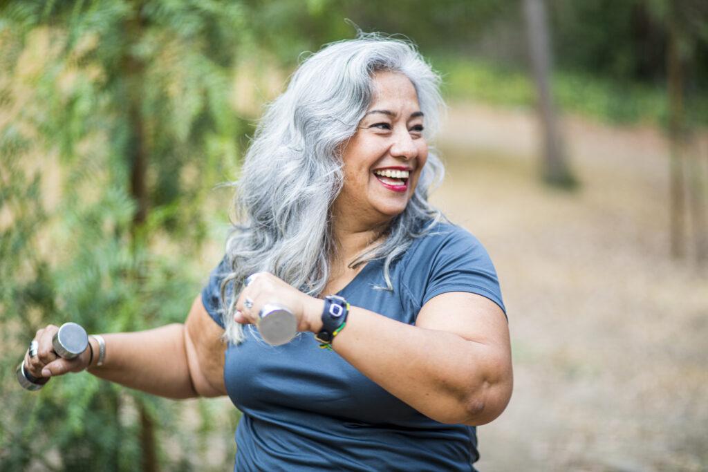 Mujer feliz haciendo ejercicio Tiendas Pepe Ganga